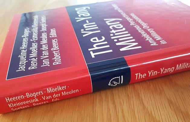 Amidextrous boek